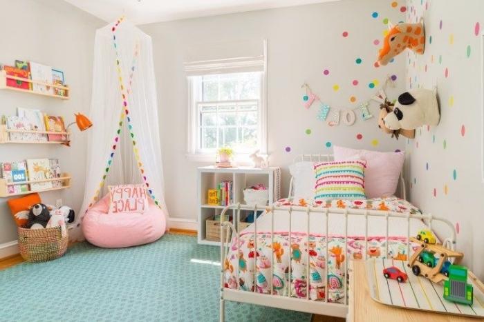 mädchtenzimmerdeko ideen, deko kinderzimmer mädchten, bequeme sitzecke schaffen