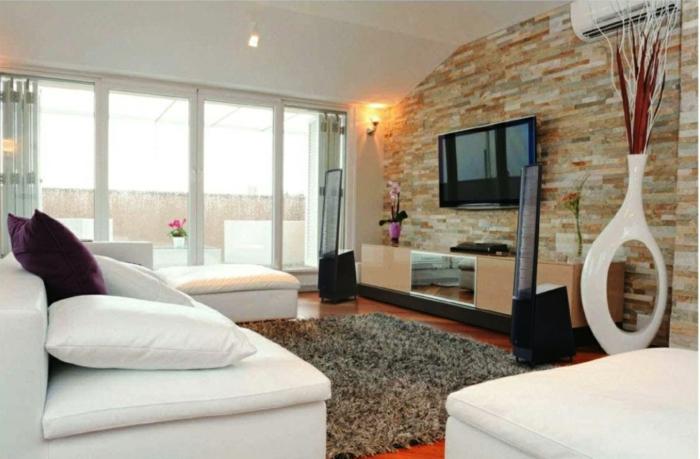 dekoration-im-wohnzimmer-eine-schöne-steinwand