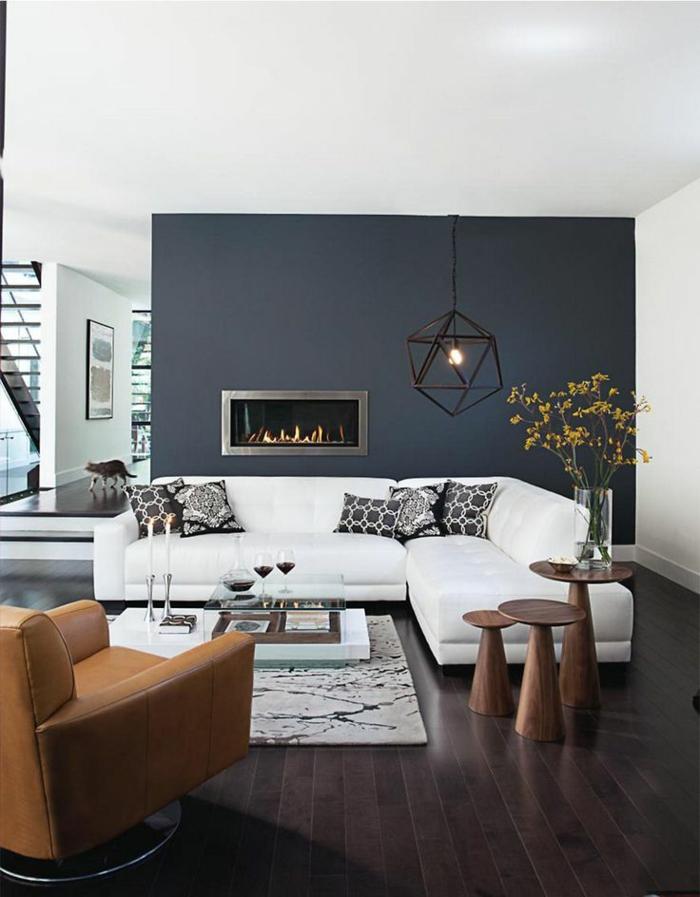 dekoration-im-wohnzimmer-elegantes-weißes-sofa