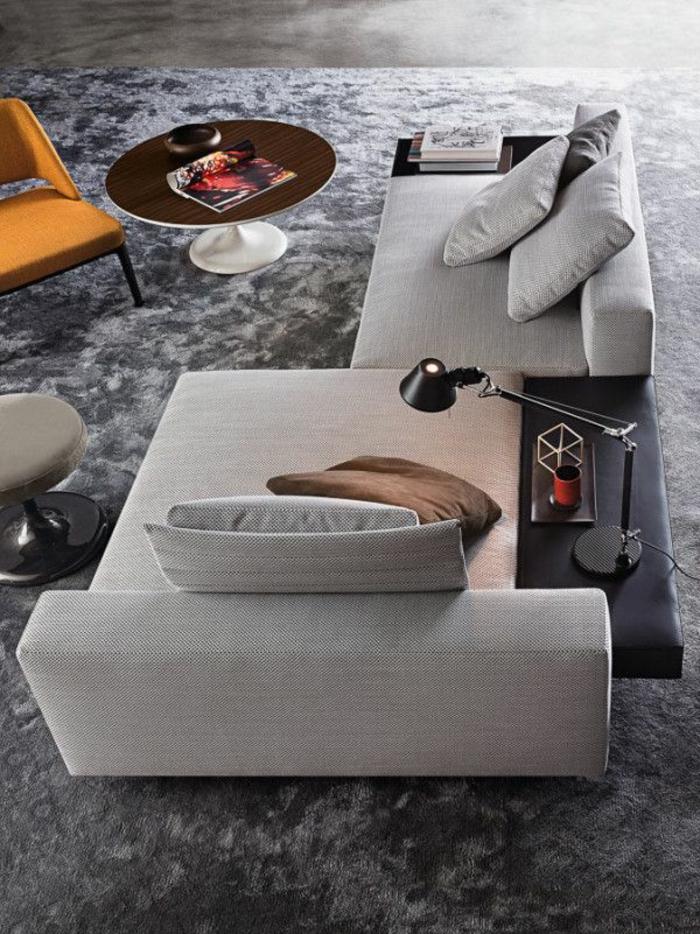 dekoration-im-wohnzimmer-graue-sofas