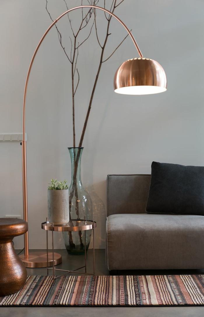 dekoration-im-wohnzimmer-interessante-stehlampe