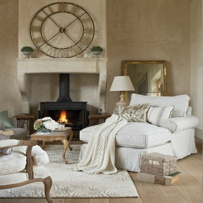 dekoration-im-wohnzimmer-schöne-wanduhr