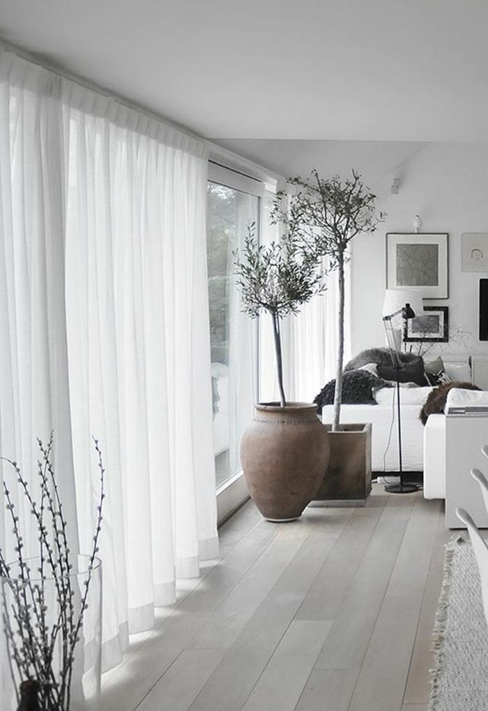 dekoration-im-wohnzimmer-weiße-gardinen