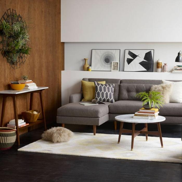 dekoration-im-wohnzimmer-weiße-regale