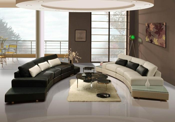 dekoration-im-wohnzimmer-zwei-sofas-in-kontrastierenden-farben