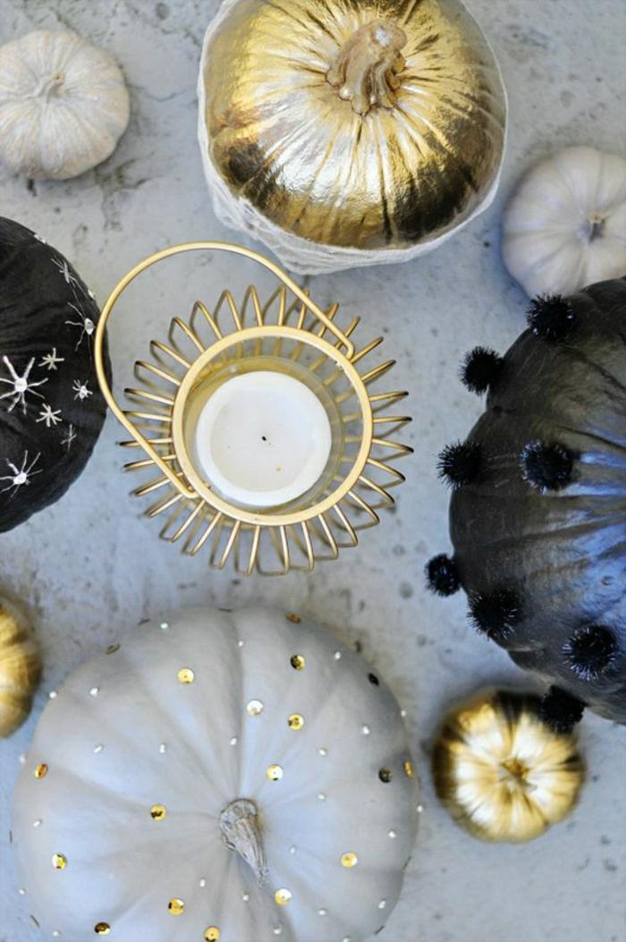 dekorierte-Kürbisse-Glitzer-Kerzen-goldene-schwarze-Nuancen