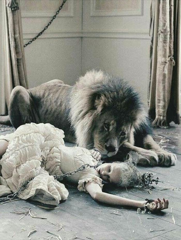 die-schöne-und-das-beast-löwe-und-frau