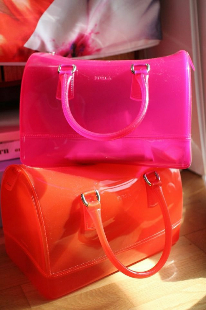 durchsichtige-Furla-Taschen-grelle-Farben-orange-rosa-extravagant-modern