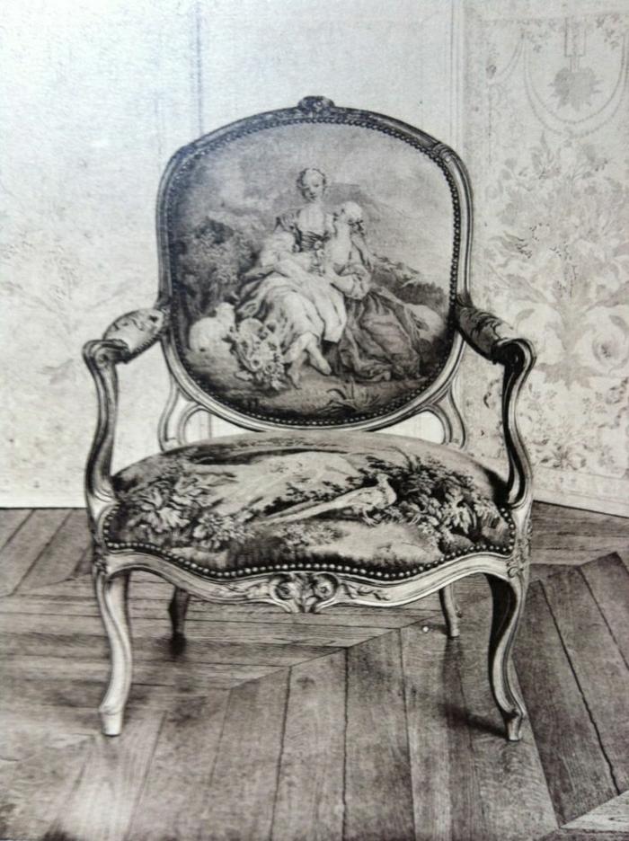 einmaliges-Modell-vintage-Sessel-schwarz-weißes-Foto