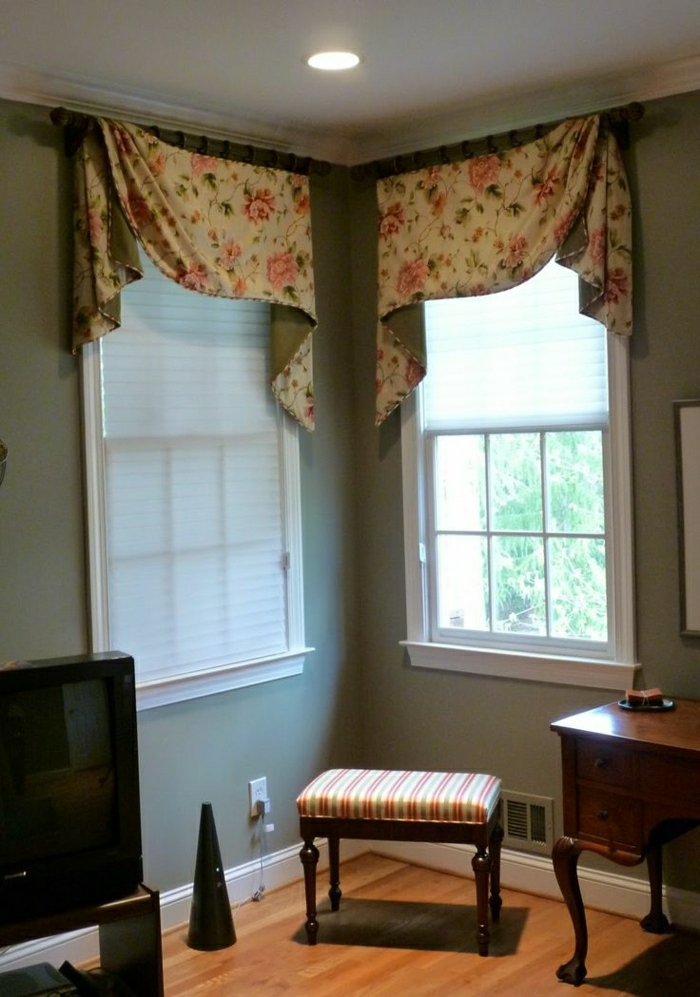 elegante-Gardinen-kleine-Fenster-aristokratisches-Interieur