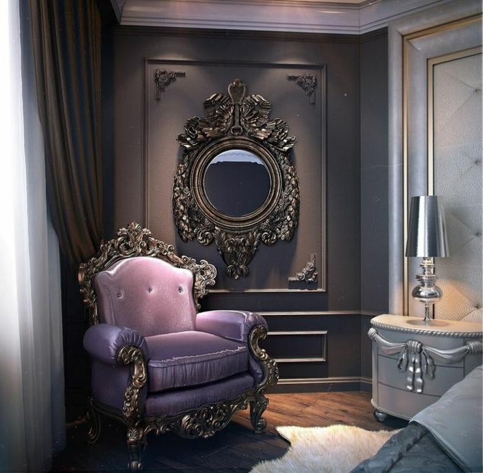 elegante-Schlafzimmer-Gestaltung-lila-Sessel-Metall-Rahmen-Barock-luxuriöse-Möbel-grauer-Nachttisch