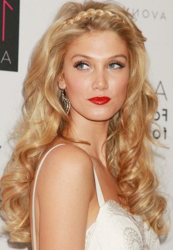 elegante-frisuren-wunderschöne-blonde-dame