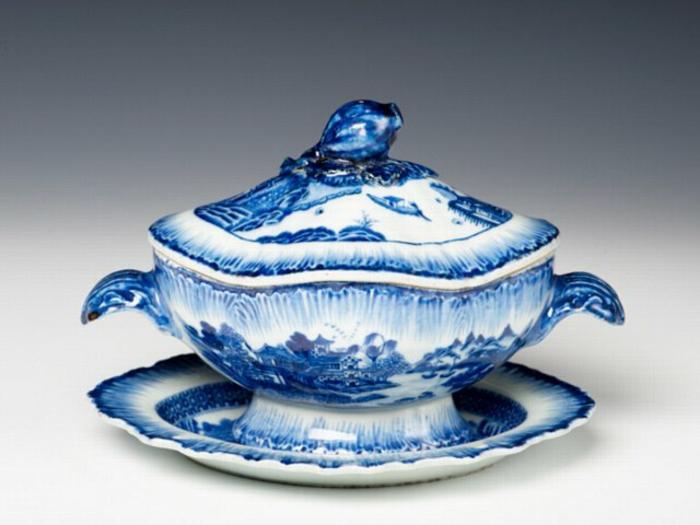 englisches-porzellan-elegantes-blaues-modell