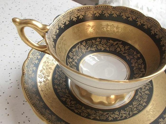 englisches-porzellan-goldene-farbe