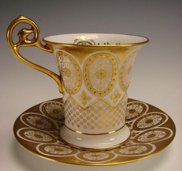 englisches-porzellan-interessantes-goldenes-modell