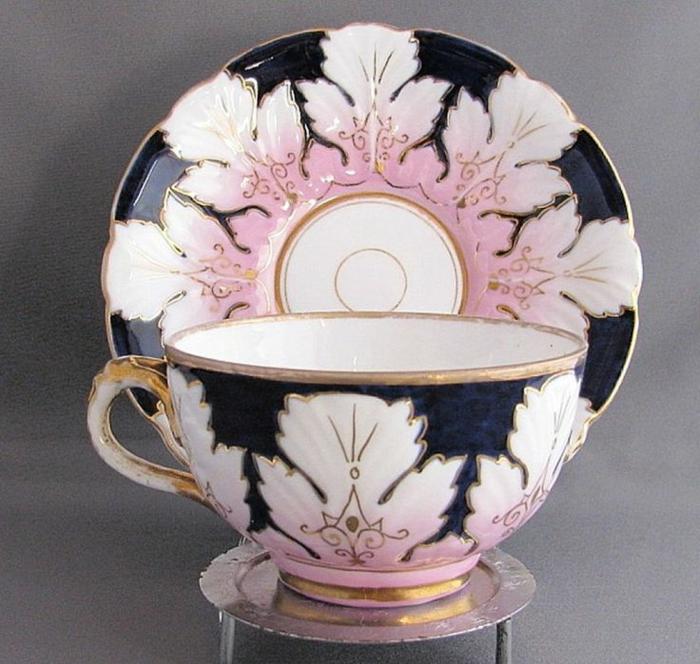englisches-porzellan-modell-in-pink-und-schwarz