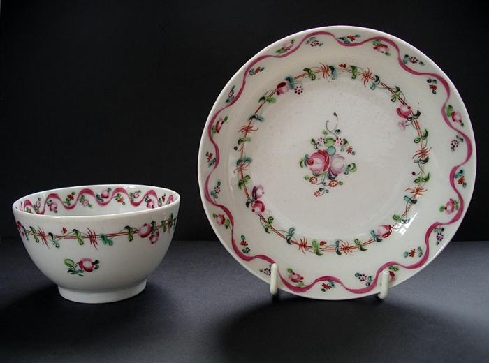 englisches-porzellan-sehr-interessantes-modell-teller-tasse