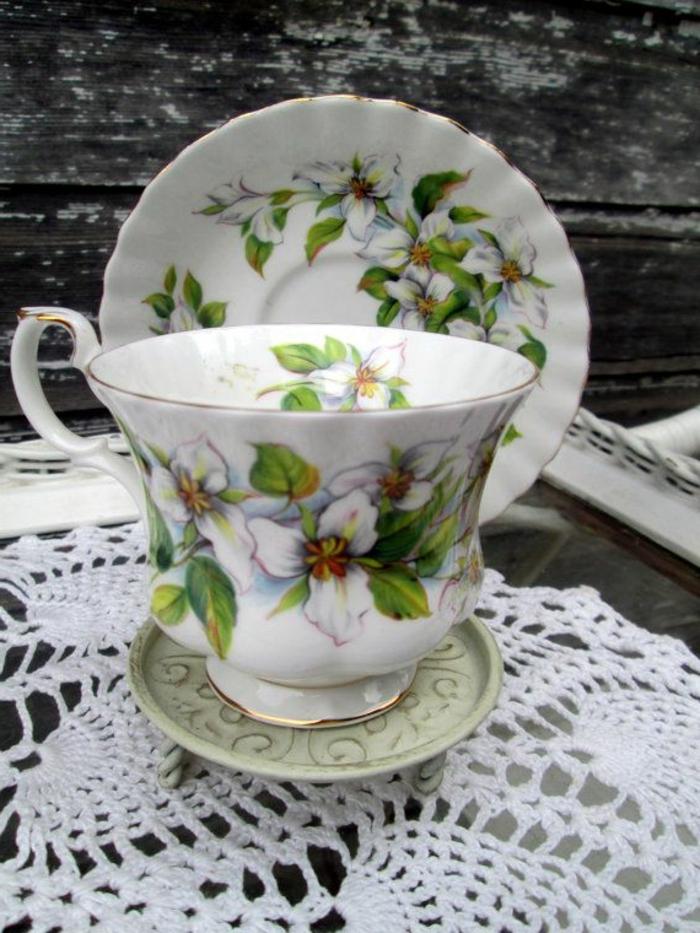 englisches-porzellan-sehr-schönes-modell-tasse-und-teller