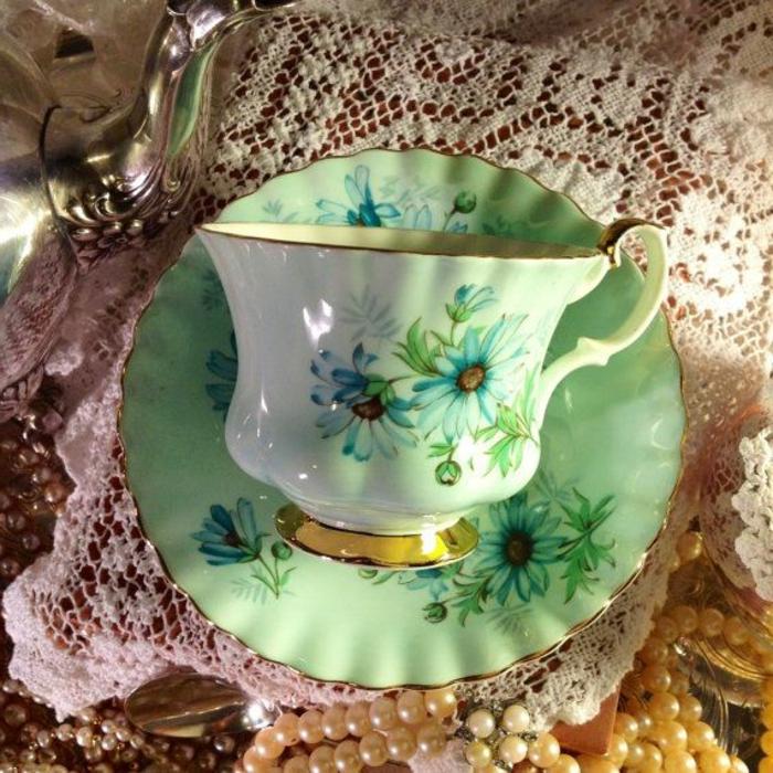 englisches-porzellan-tasse-und-teller