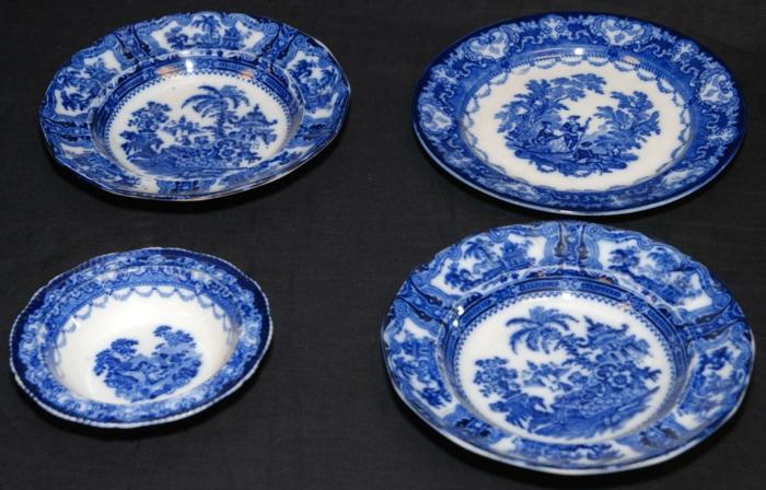 englisches-porzellan-vier-blaue-teller