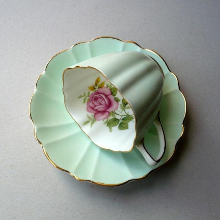 englisches-porzellan-wunderschönes-modell-grüne-gestaltung