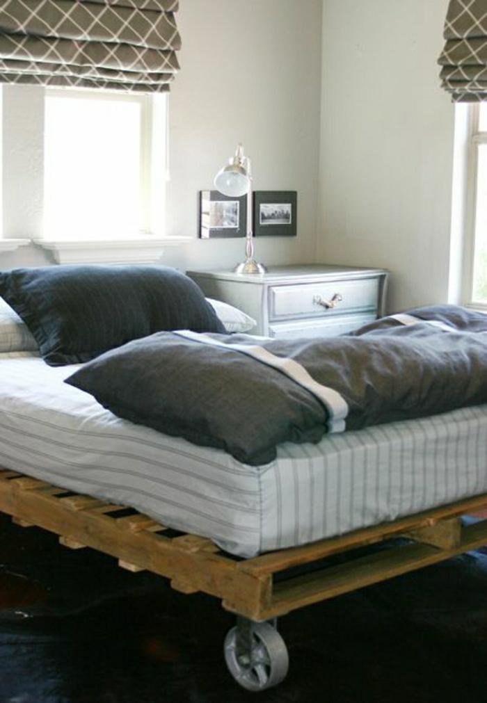 europaletten-bett-Rollen-graue-Bettwäsche-eleganter-Nachttisch-Lampe