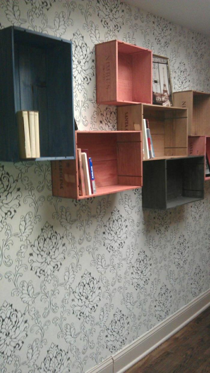 farbige-weinkisten-holz-Bücherregale
