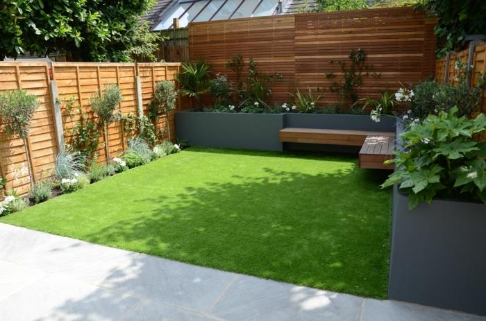 garten ideen bilder großer holzzaun klener hintergarten außenbereich gestaltungsideen
