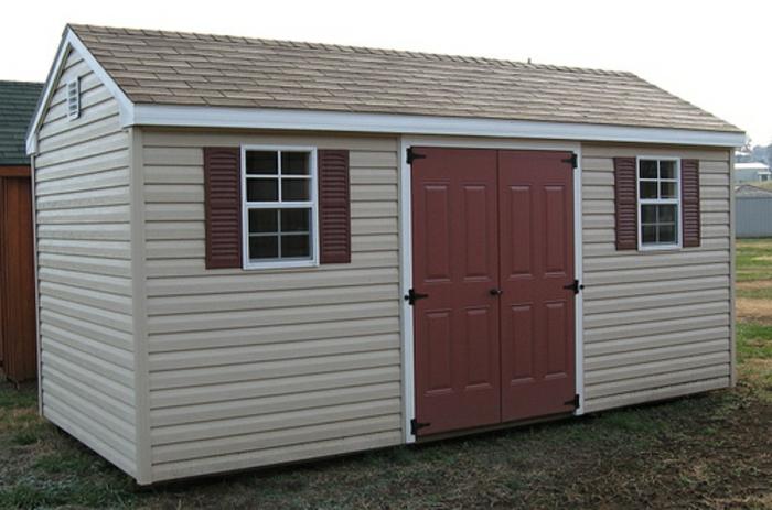 gartenhaus-aus-metall-weiße-gestaltung-kleine-fenster