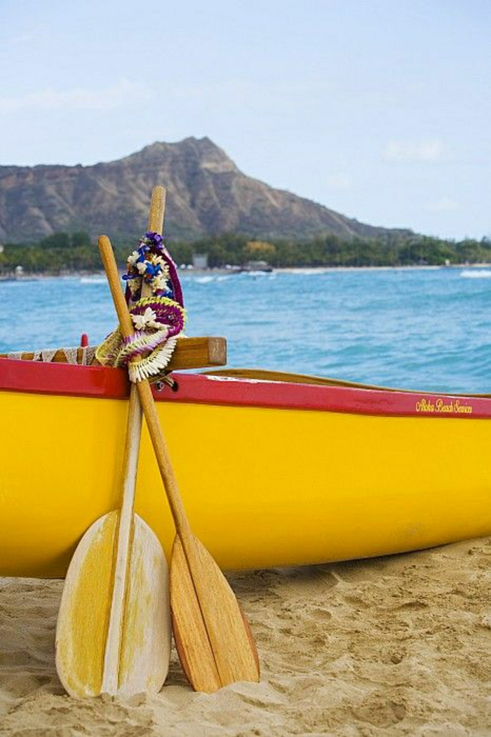 gelbes-Boot-Waikiki-Oahu-Hawaii-Inseln