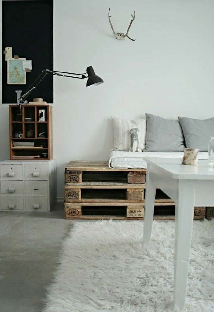 wir stellen ihnen das sofa aus paletten vor. Black Bedroom Furniture Sets. Home Design Ideas