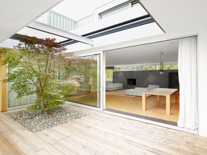 glasswand-terrasse-grüne-pflanzen-drin