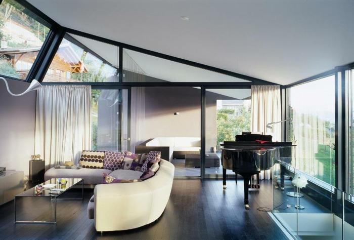 glasswand-terrasse-moderne-möbelstücke
