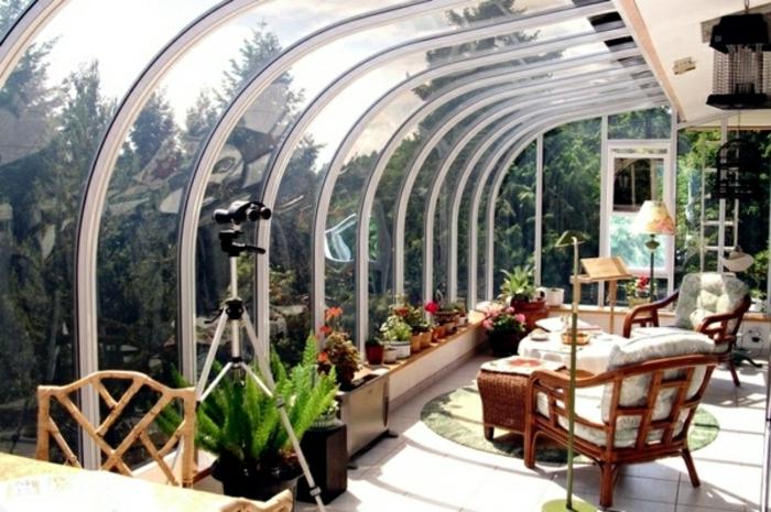glasswand-terrasse-sehr-kreative-gestaltung-wunderschönes-aussehen