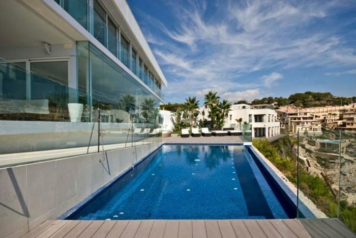 glasswand-terrasse-super-schönes-schwimmbecken