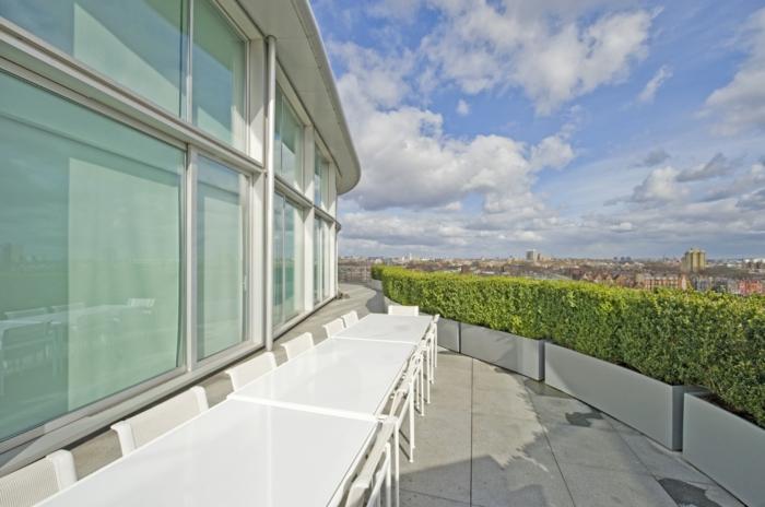 glasswand-terrasse-wunderschöne-außenarchitektur