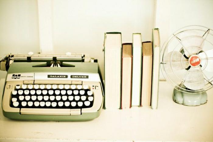 grüne-elektrische-Schreibmaschine-simples-Design
