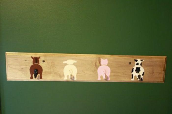 grüne-Wand-Brett-Haken-Tierhintern-Schwänze-süß-lustig