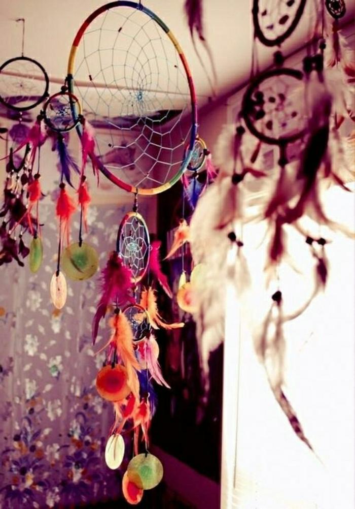 hängende-Traumfänger-bunte-Elemente-Federn