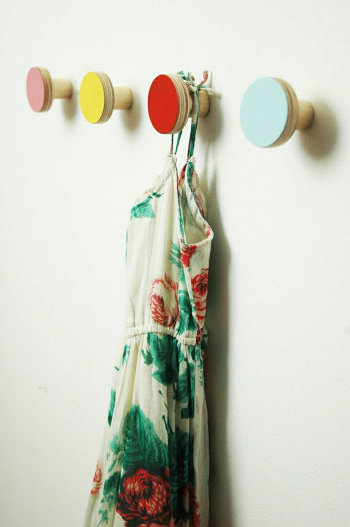 hölzerne-Wandhaken-Knöpfe-verschiedene-Farben