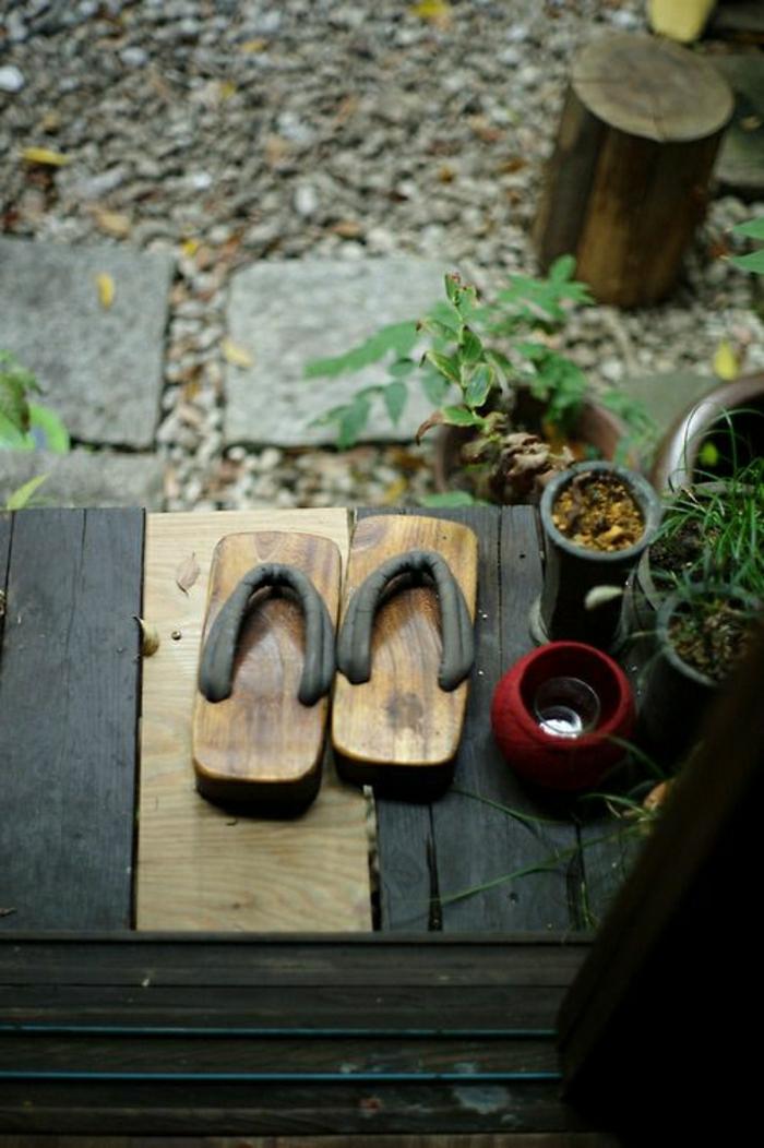 japanische-Schuhe-traditionell-asiatische-Kultur-zen-Garten