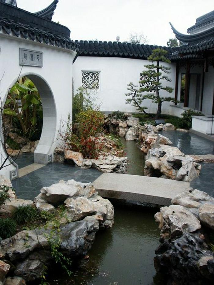 japanischer-Garten-asiatische-Kultur-Steine-Bonsaibäume