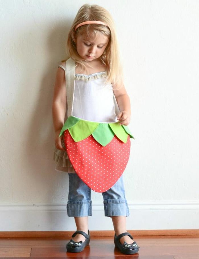 kinderschürze-nähen-erdbeere-modell