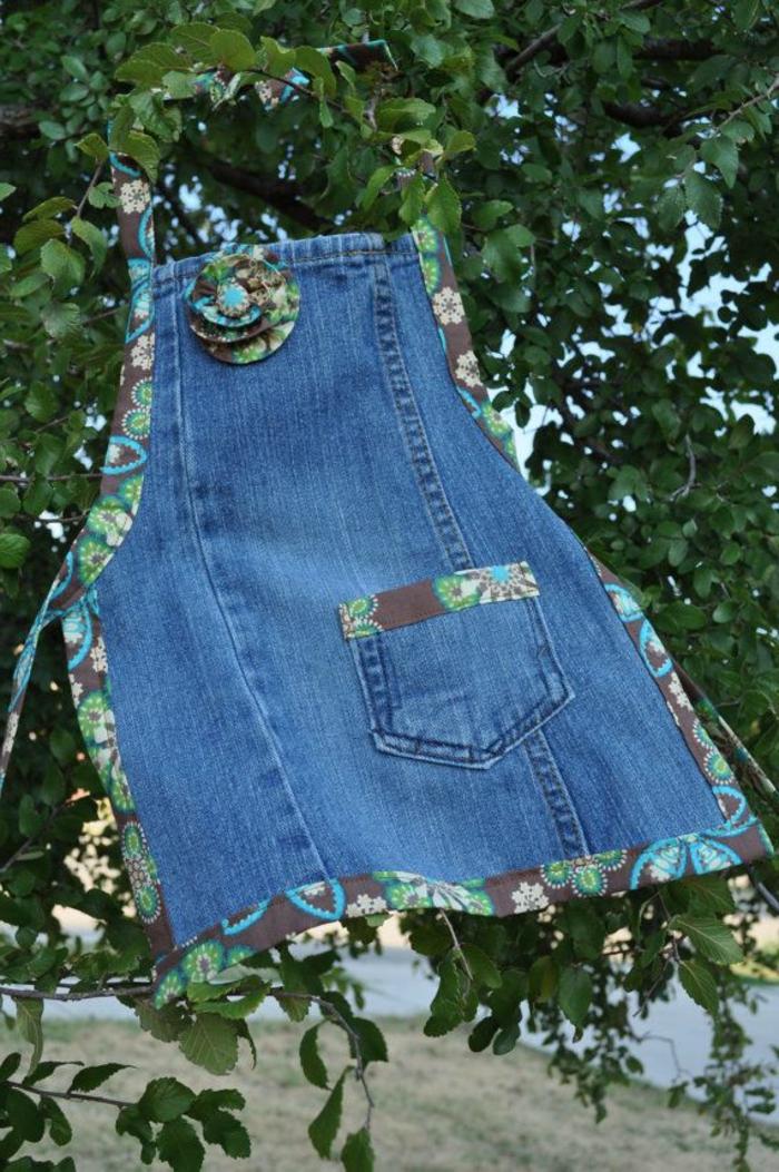 kinderschürze-nähen-modell-aus-jeans-gemacht