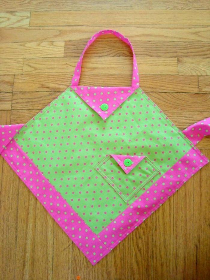 kinderschürze-nähen-pink-und-grün-zusammenbringen