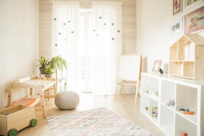kinderzimmer deko ideen, zimmergestaltung in weiß und beige, spielzimmer für kind gestalten