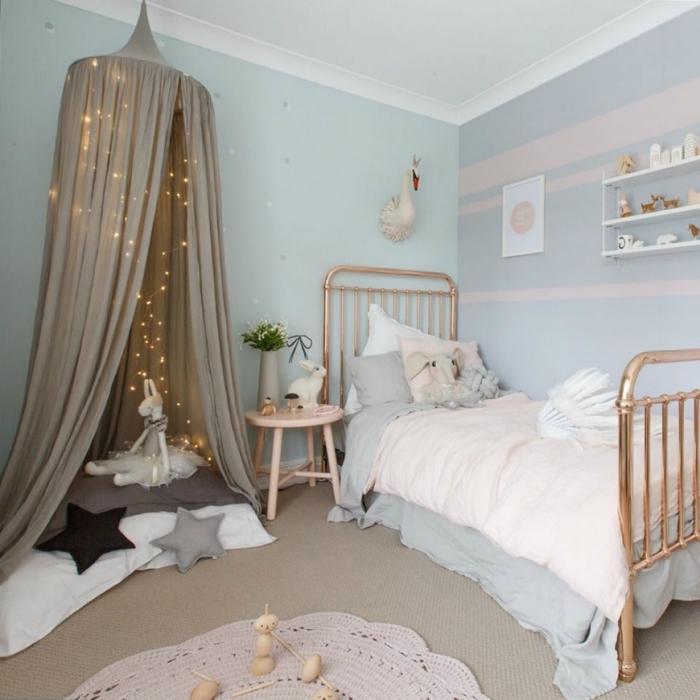 kinderzimmer deko ideen, ädchnzimmer einrichten und dekorieren, bett in rosegold, kleines jugendzimmer