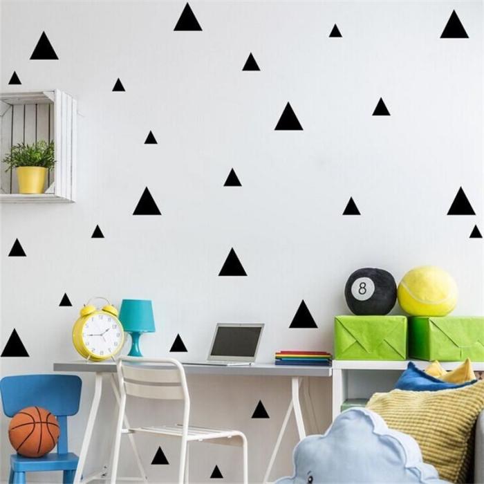 kinderzimmer deko ideen, schwarze sticker, wandsticker dreiecke, jungenzimmer gestalten