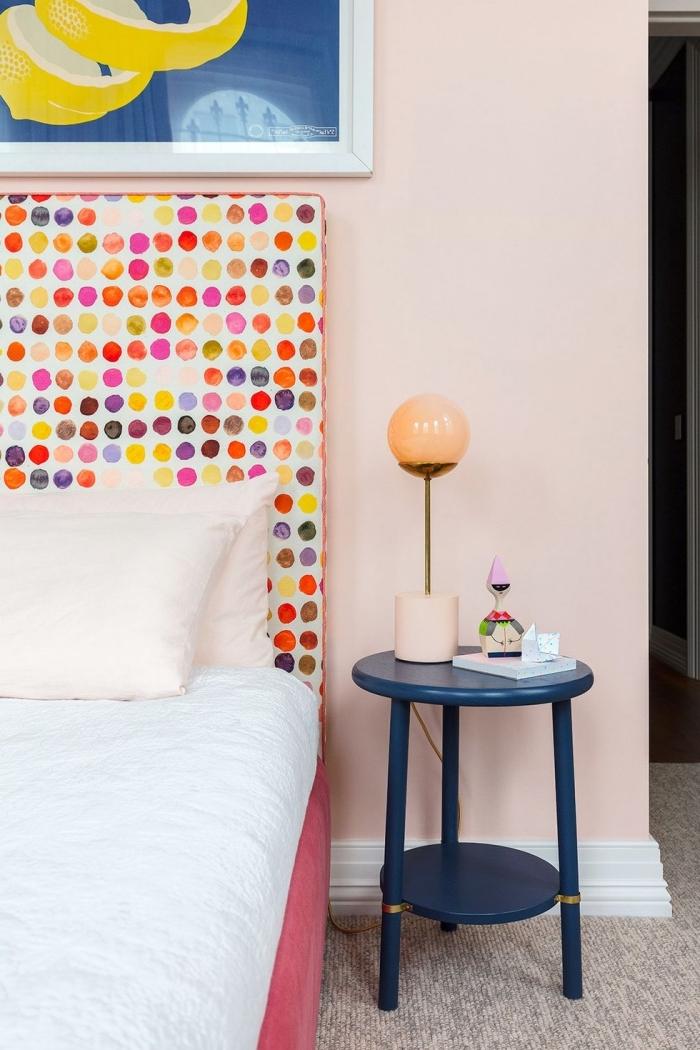 mädchenzimmer einrichten, kinderzimmer deko mädchen, kopfplatte mit bunten polka dots