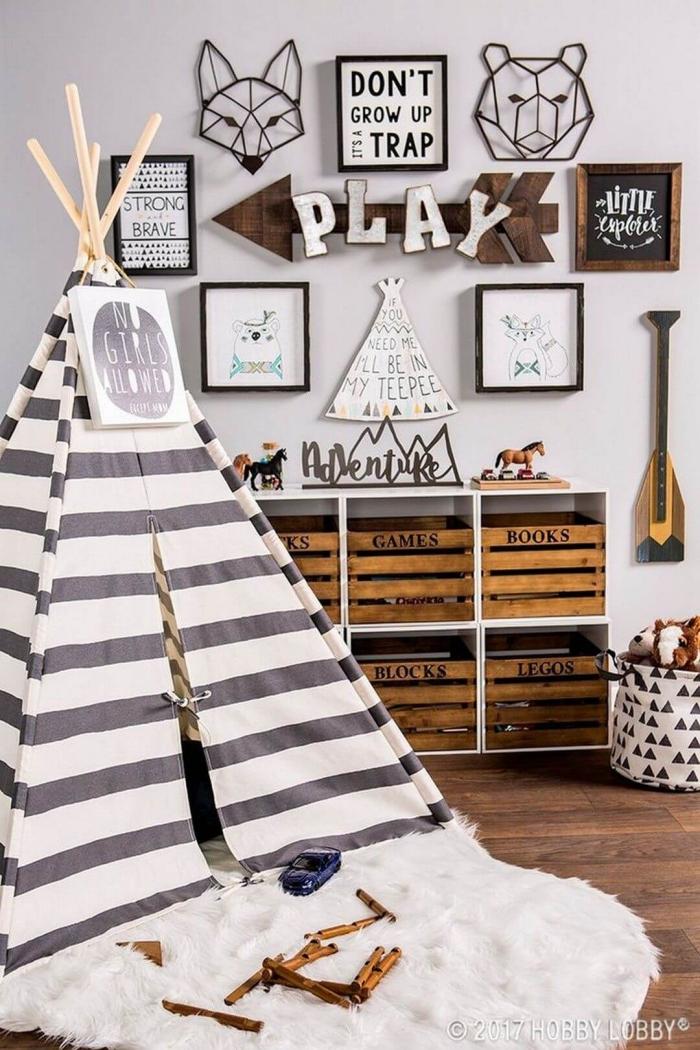 kinderzimmer deko, tipi selber bauen, zimmer für kind, spielzimmer ideen, regale mit kasten für spielzeuge